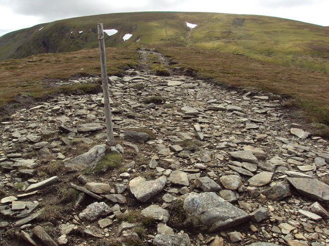 Stony track along the top of  a wide ridge to A' Bhuidheanach