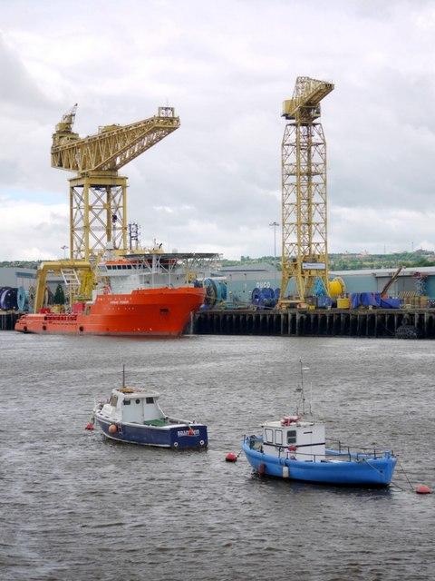 Branwen & Thor on the Hebburn Shore, River Tyne