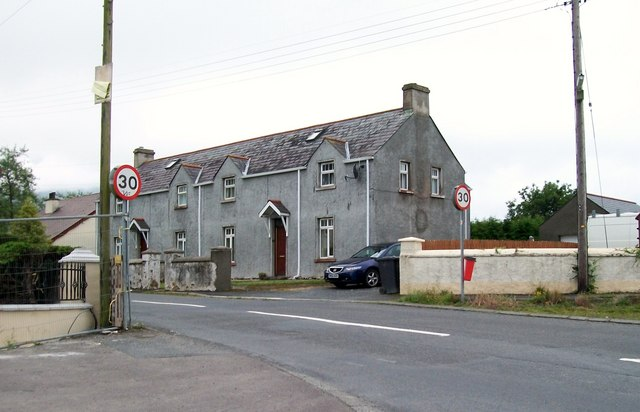 Cottages at the eastern entrance to Tollymore Road