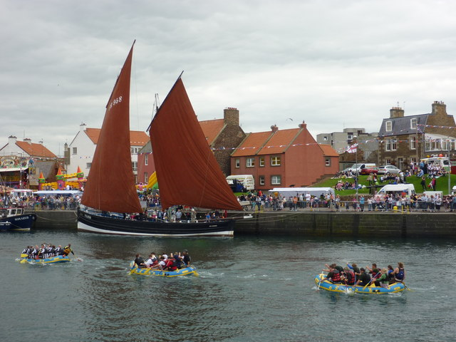 Dunbar Lifeboat Day 2010 - Paddling Past The Reaper