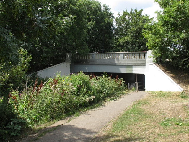 B358 bridge over River Crane and path