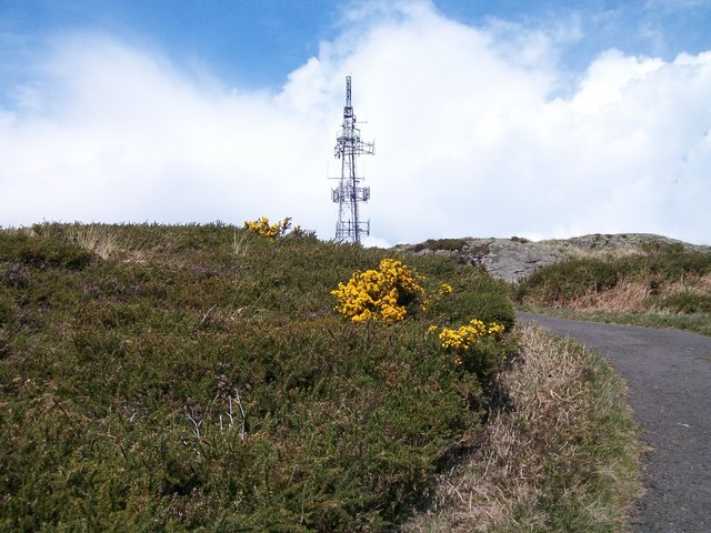 Approaching the rocky summit of Drinnahilly