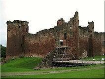 NS6859 : Bothwell Castle by Texas Radio and The Big Beat