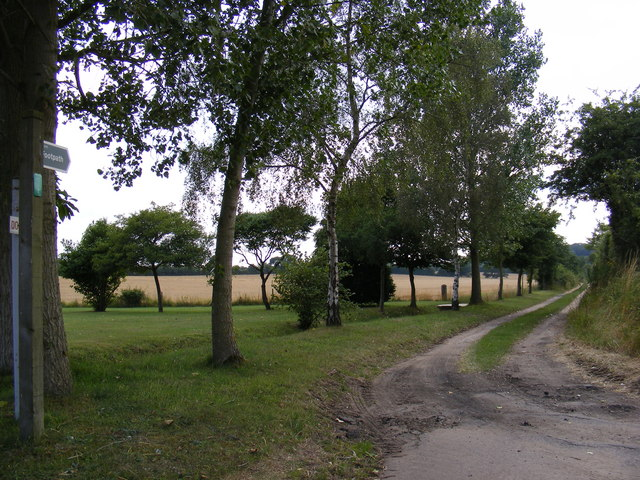 Footpath to Chapel Lane & Entrance