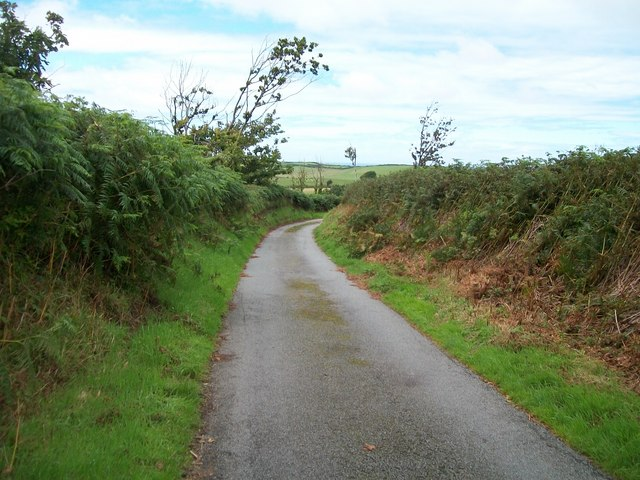 View south along the lane north of the Mathan Uchaf junction