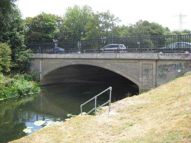 River Roding: Red Bridge in Redbridge