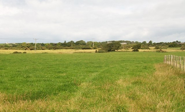 View northwards across farmland in the direction of Edern