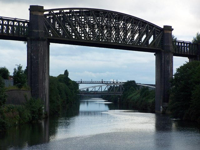 Disused railway bridge over Manchester Ship Canal