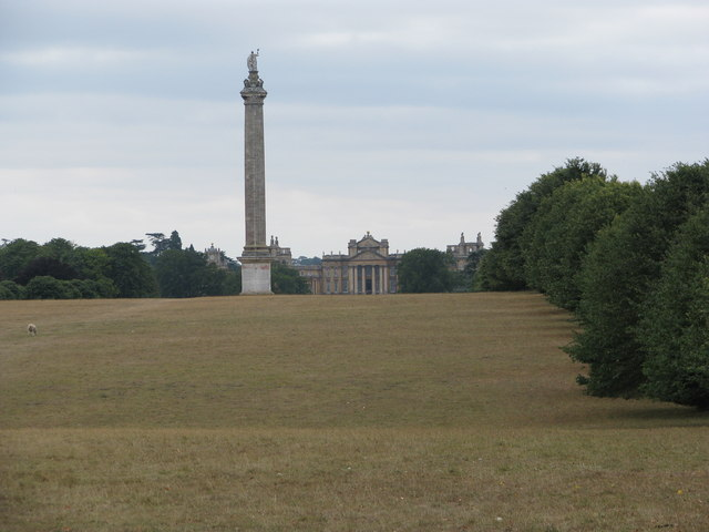 Column of Victory with Blenheim Palace beyond