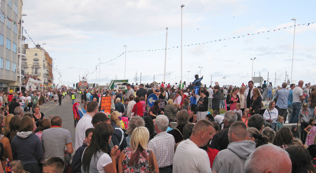Crowd at Hastings Old Town Carnival 2010