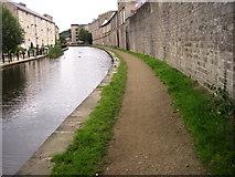 SE1115 : Huddersfield Narrow Canal Milnsbridge by Chris Wimbush