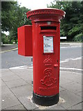 NZ2567 : Edward VII postbox, Stoneyhurst Road / Balmoral Terrace, Gosforth, NE3 by Mike Quinn