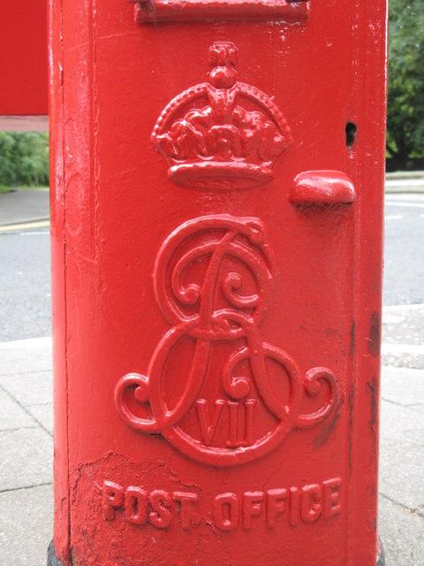 Edward VII postbox, Stoneyhurst Road / Balmoral Terrace, Gosforth, NE3 - royal cipher