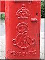 NZ2567 : Edward VII postbox, Stoneyhurst Road / Balmoral Terrace, Gosforth, NE3 - royal cipher by Mike Quinn