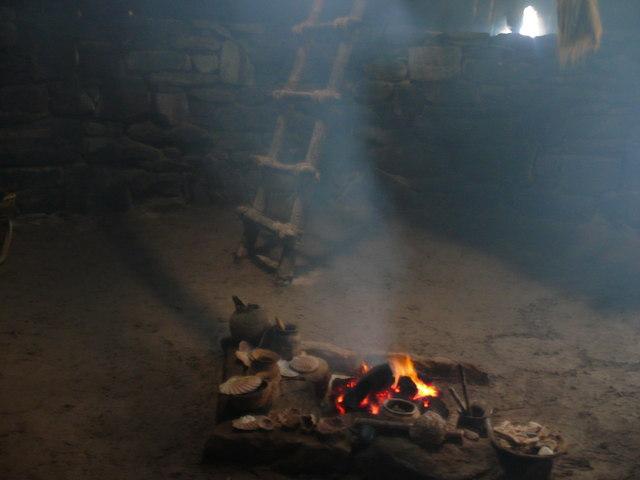 Iron Age House, Camas Bostadh