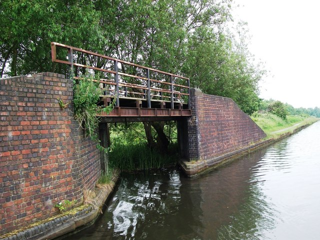 Towpath bridge over former entrance to Rattlechain Brick Works basin