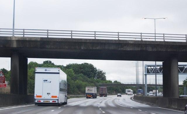 M25: anti-clockwise, Oxshott Road Bridge