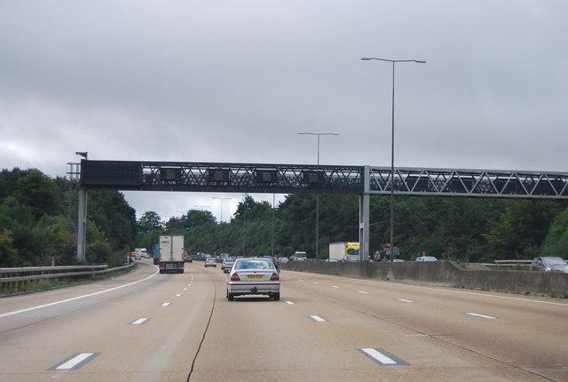 M25: anti-clockwise, gantry across the road