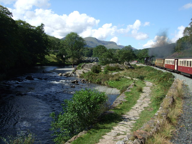 Approaching  the Afon Glaslyn bridge