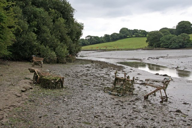Calenick Creek at low tide (plus rubbish)