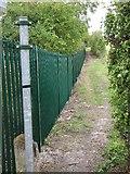 SU5985 : Footpath by the fence by Bill Nicholls