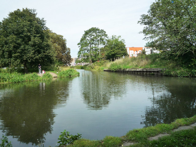 River Gade flows into Grand Union Canal