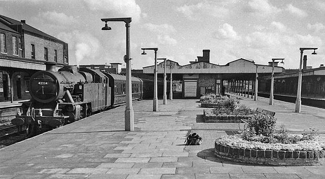 Willesden Junction Station (Main Line)