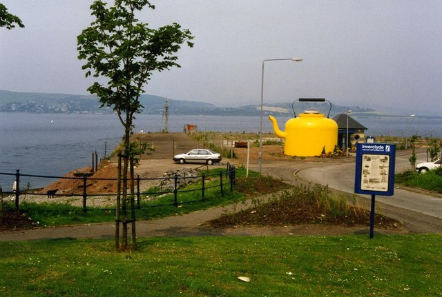 Gourock pierhead with the Yellow Kettle