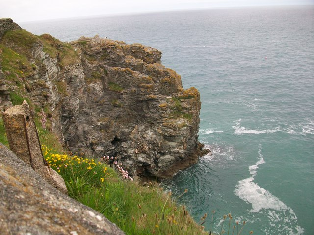 Cliff at the turn of Trevaunance cove