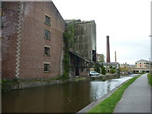 SE1437 : Walking along the Leeds to Liverpool Canal #150 by Ian S
