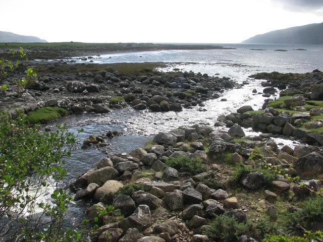 Lochuisg River flows into the sea