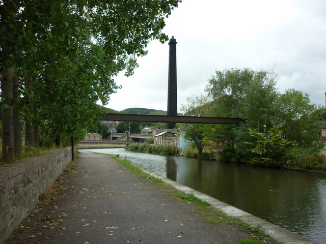 Walking along the Leeds to Liverpool Canal #189