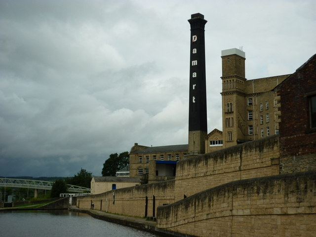 Walking along the Leeds to Liverpool Canal #191