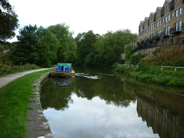 Walking along the Leeds to Liverpool Canal #196