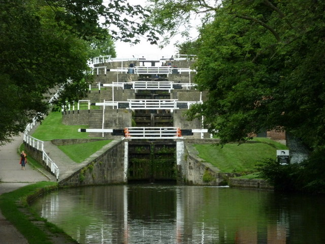 Walking along the Leeds to Liverpool Canal #198