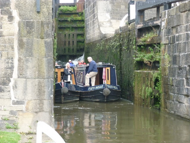 Walking along the Leeds to Liverpool Canal #200