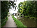 SE1041 : Walking along the Leeds to Liverpool Canal #212 by Ian S