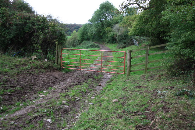 Gated footpath to Scriddles Wood