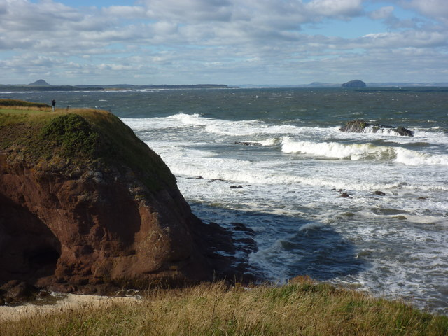 East Lothian Coastline : Snapping the Surf at Dunbar Clifftop