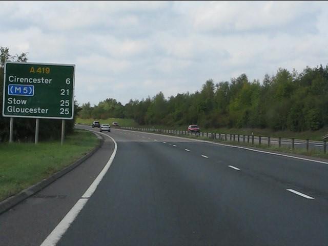 A419 - route confirmatory sign near Latton