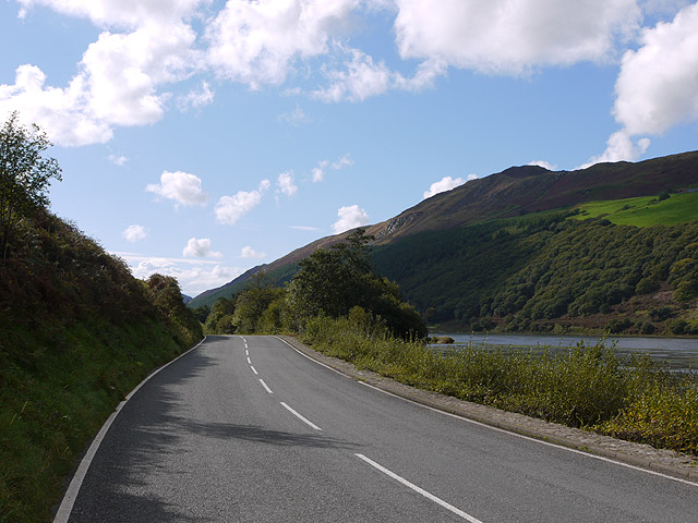 The B4405 by Llyn Tal-y-llyn