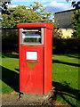 NS5165 : Postbox at Huntly Road by Thomas Nugent