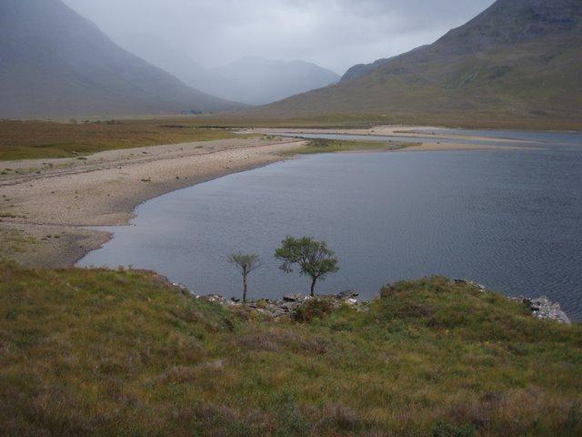 Abhainn Srath na Sealga as it enters Loch na Sealga