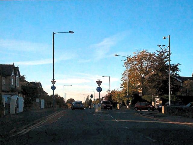 Mini-roundabout, Brunshaw Road