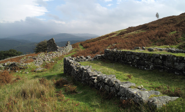 Ruined buildings at Cefn Coch Mine