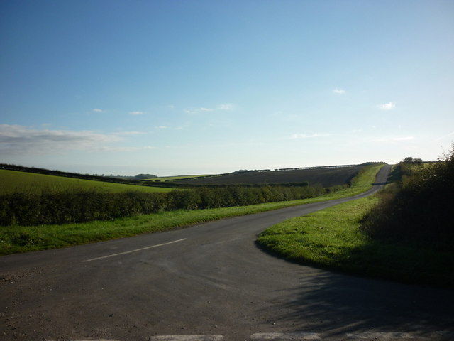 The road to Holme on the Wolds