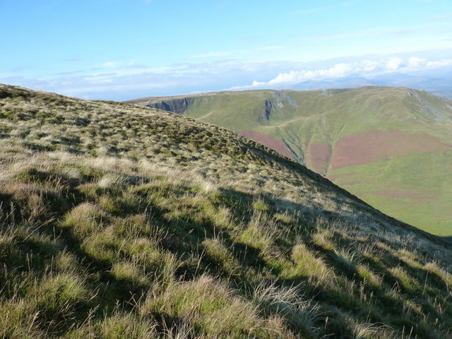 The top of the steep northern side of Maesglase