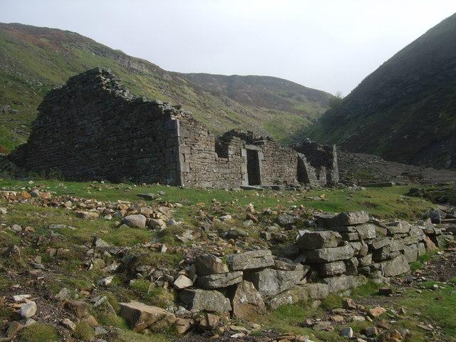 Ruined lead mine building at Swinner Gill