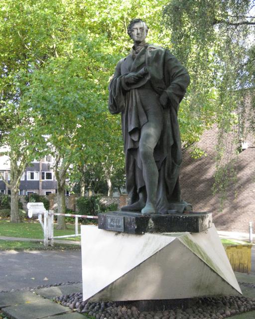 Statue of Peel, Pershore Road