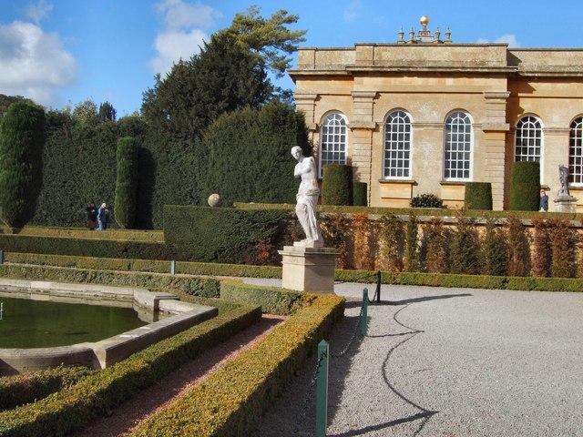 Statue in Italian Gardens